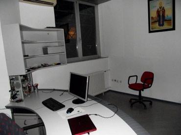 Nameštaj - Uzice: Kancelarijski nameštaj. Očuvan, kvalitetan. 2 stola, 1 stolica i 3