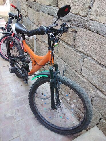 26 lıq velosiped. Tormuzları işləyir Arxa təkərini yeni dəyişmişik