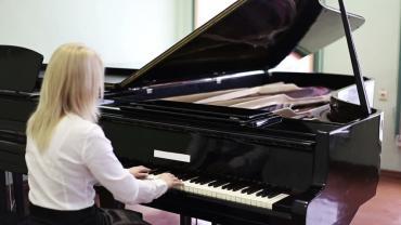 услуги переводчика в Кыргызстан: Уроки вокала и фортепианостудия звукозаписи aimanrecпредлагает