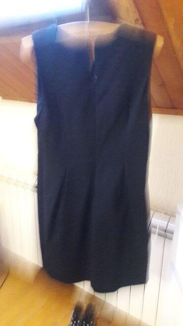 Lepa crna haljinica
