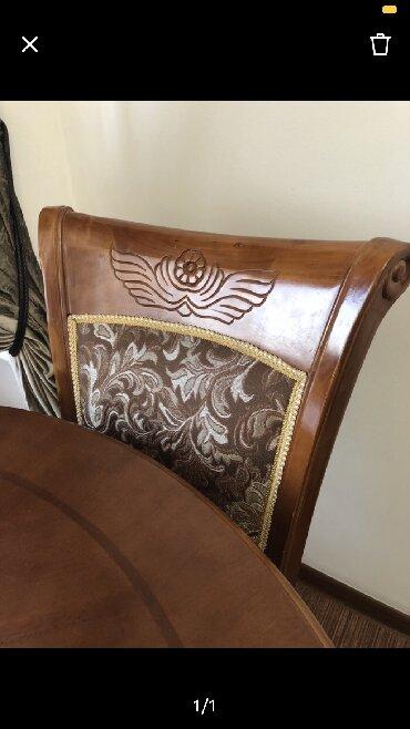 Комплекты столов и стульев - Кыргызстан: Продаю стол 2,5 метра раздвигается до 3 метров в комплекте с 10 стулья
