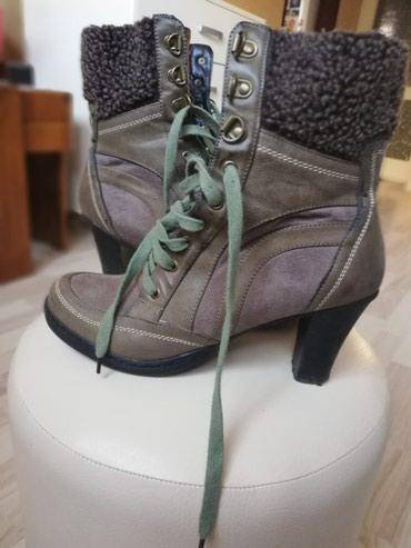 Čizme udobne , tople sa krznom br. 39,dva puta obuvene,msslinasto - Kikinda