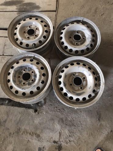 железные диски r14 в Кыргызстан: Железные диски R14 4х дырые пара и R14 5и дырые пара,возможно с ауди