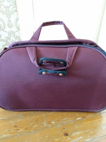 Продаю чемодан-сумку очень хорошего качества, брала в ЦУМе за 5000