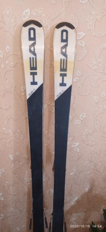 Лыжи - Азербайджан: Сломано одно крепление можно отремонтировать цена 4000 торг есть лыжи