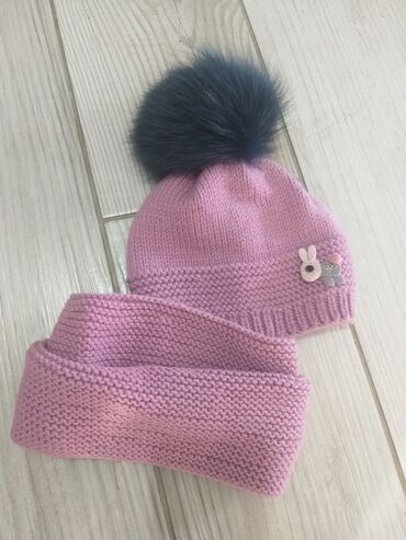 вещи куча в Кыргызстан: Вязаные шапки со снудом для детей из шерсти. Мех натуральный