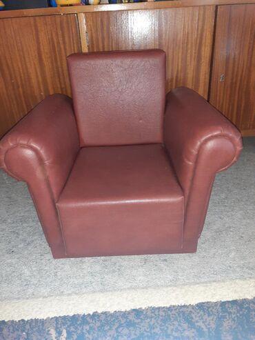Decija foteljica kozna ocuvano visina od naslona do dole 50cm sirina