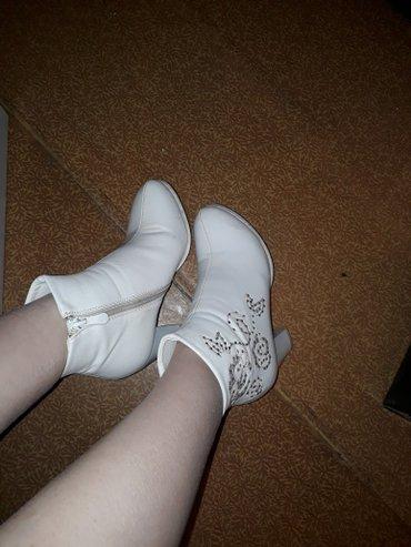 женскую ботинку на осень в Кыргызстан: Обувь свадебная самая удобная из всех 35 размер. один раз ношенная,на
