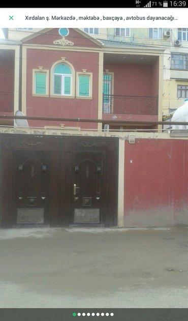 Xırdalan şəhərində Xirdalanda bazarin yaninda 2 màrtàbàli 5 otaqli tàmirli ev tàcili