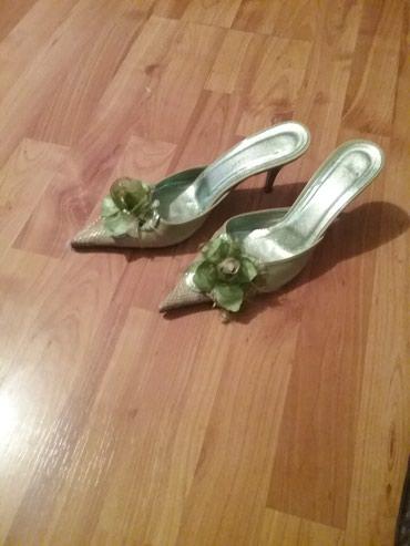 Ženska obuća | Arandjelovac: Prelepe kivi zelene papuce kupljene u Djenovi par puta obula vredi