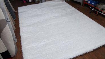 Prelep SVILENI tepih, veoma kvalitetan, pun gust tepih, lak za odrza