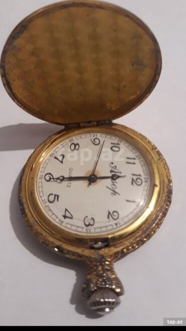 Qapaqlı saat işləmir qədimi saatır mexanikidir qızılı rəngdə