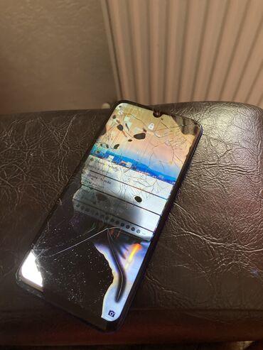 Dual sim - Srbija: Huawei P smart puko mu je ekran ali je ispravan da se zameni kosta oko