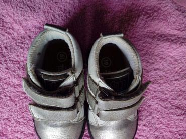 Cipelice za decu dobro ocuvane sivo bele cipelice br 19 uz njih idu - Krusevac