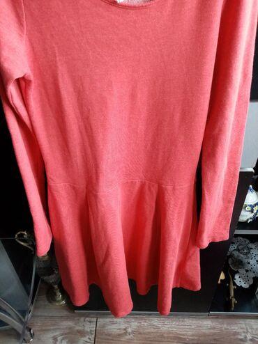 HM crvena haljinica dugih rukava. Veličina S