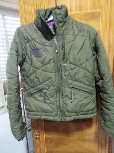 Dečija jaknica prelepa, kao nova, veličina piše 152,jakna može za