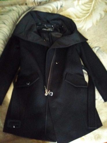 Пальто фирменное,шерстянное, пристёгивается вязанный воротник большой