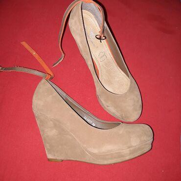 Ženska obuća | Lazarevac: Bež platforme, broj 39, nošene par puta, bez oštećenja. Jako udobne