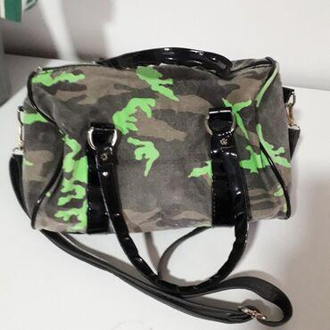 Platnena torba u maskirnom stiluDimenzije 30x22x17Ima detalje od
