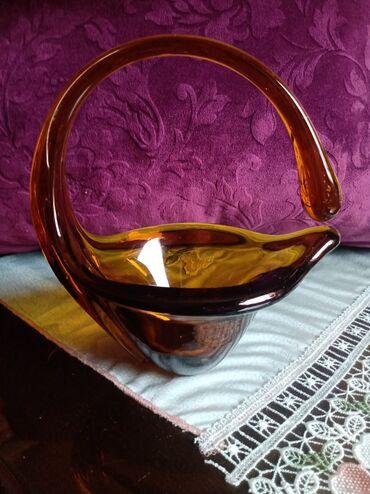 Korpe   Srbija: Korpa vaza nova puno staklo. Visina 21cm. Duzina. 19cm. Sirina