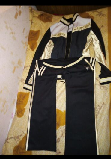 Спартивочка набор не одевала почти за 300с на 44 46и 48 стандарт обмен