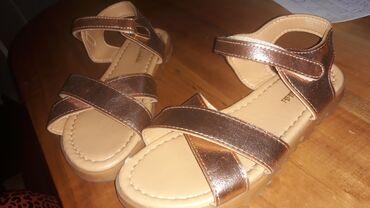 Dečija odeća i obuća   Ruma: Sandale br 32. ocuvane sa sitnim ostecenjima. vidi slike