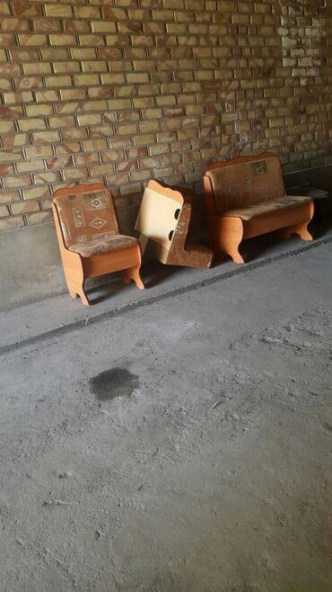 Комплекты столов и стульев - Кыргызстан: Уголок сатылат столу жок абалы жакшы, кочуп жатканыбызга байланыштуу