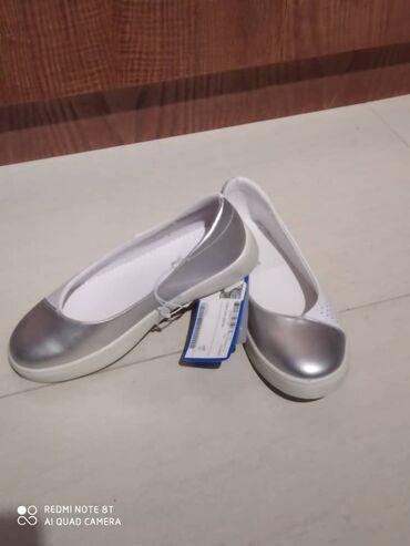 платье в Кыргызстан: Продается новая девочковая обувь с 31-35 размер.  Фото 1: 35 р - 120