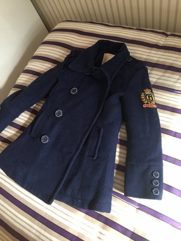 Bakı şəhərində Palto guess firmasi 180 manata alinib satilir 25 manata 5 yas