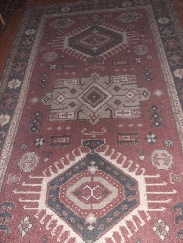 Дом и сад в Саатлы: Qedimi xalca