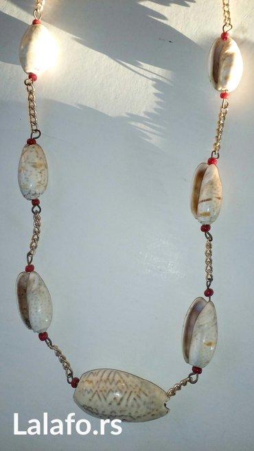 Ogrlica od skoljkii duzina 41cm - Cuprija