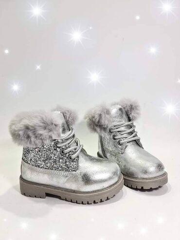 Dečije Cipele i Čizme - Nova Pazova: Predivne, tople cizmice 22-36 2650din