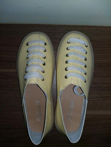 Продаю новую обувь( не подошёл размер) эко кожа