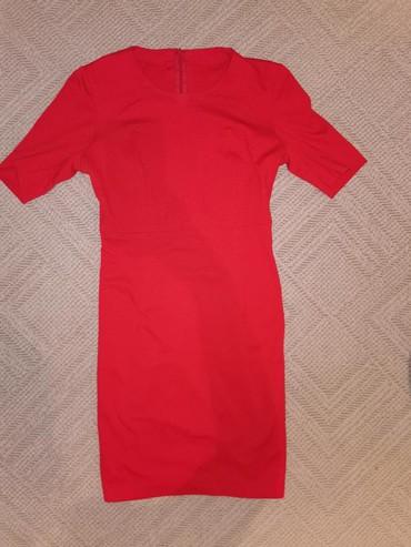Boja-crvena - Srbija: Crvena haljina