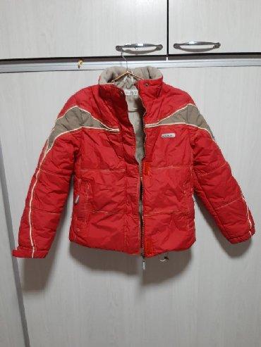 Куртка осенне- зимняя. Качество хорошее, ткань плотная. Без капюшона