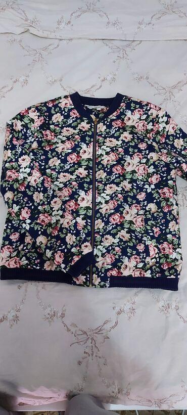 Продаю куртку в размере s б/у цена 500 сомов