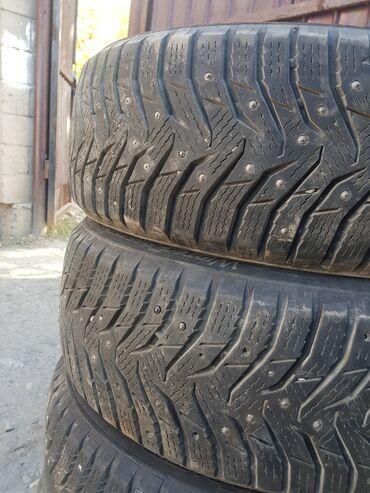 Шины и диски - Бренд: Kumho - Бишкек: Зимние шипованные почти новые 90% протектора размер16
