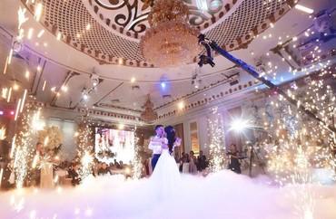 преподаватель танцев в Кыргызстан: Холодные фонтаны на свадебный танец или выход молодых. Чрезвычайно