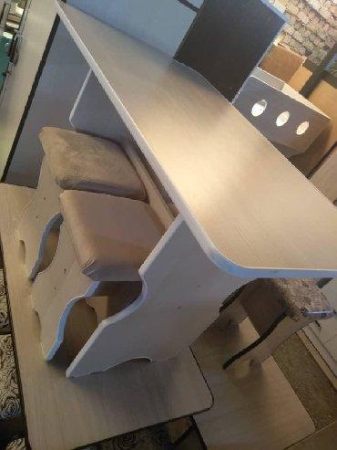 кухонный стол стулья в Кыргызстан: Стол и четыре табуреткиКухонный стол и четыре табуреткиКухонный стол и