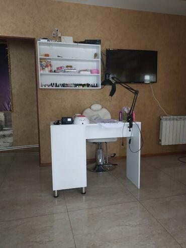 arenda kvartira studiya в Азербайджан: Salonda manikür masası, arenda