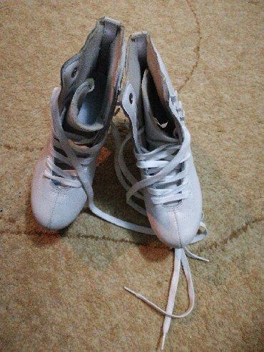 Коньки - Кыргызстан: Продаю женские коньки Real Sports размер 36 в отличном состоянии