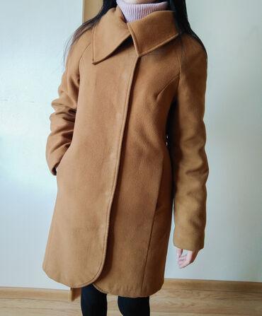 Пальто осеннее (пойдет на теплую зиму). Размер M-S. Длина до колен, на