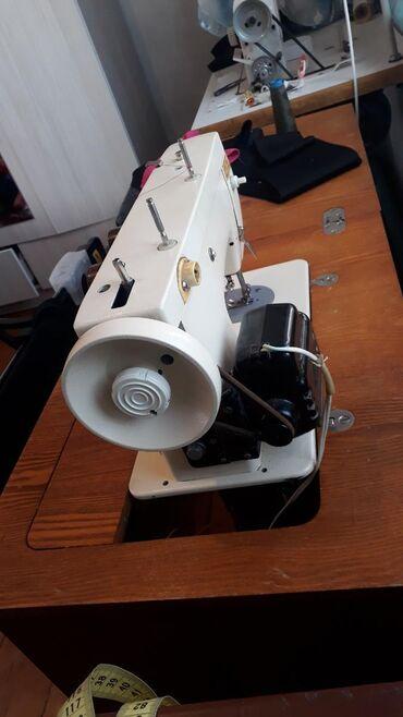 shvejnuju mashinku podolsk 142 s tumboj в Кыргызстан: Продается швейная машинка марки чайка-142 имеет шесть функций