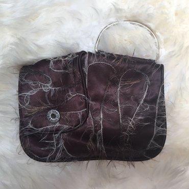 Skupocena, zanimljiva torbica, nikad nošena. Pogledajte i ostale oglas