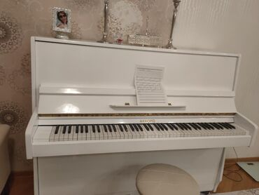 piano-şekilleri - Azərbaycan: Pianino yaxsi veziyyetdedi.Ozum caliram.Kocduyum ucun satiram