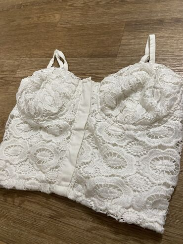 Белый Топ размер S цена : 400