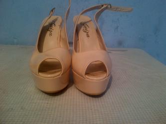 Sandale-zenske - Srbija: Zenske sandale broj 40-duzina gazista je 25,5. cm.- bez
