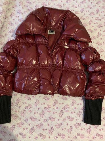 Продаю оч красивуюлакированную брендовую куртку . Сезон зима осень