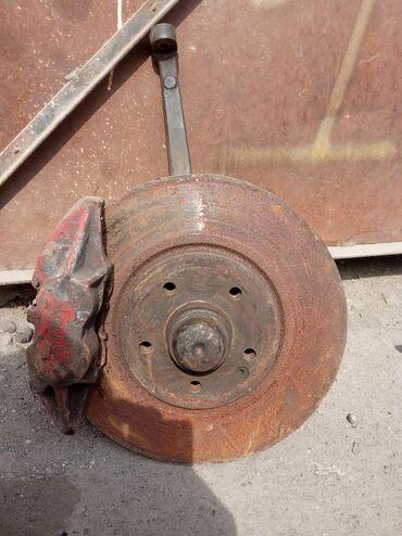 mercedes benz l в Кыргызстан: Ступица передняя левая L сторана суппорт тормозной Мерседес лупарь
