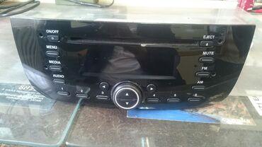 Fiat punto - Srbija: Prodajem auto radio cd original od fijat grande punto novije